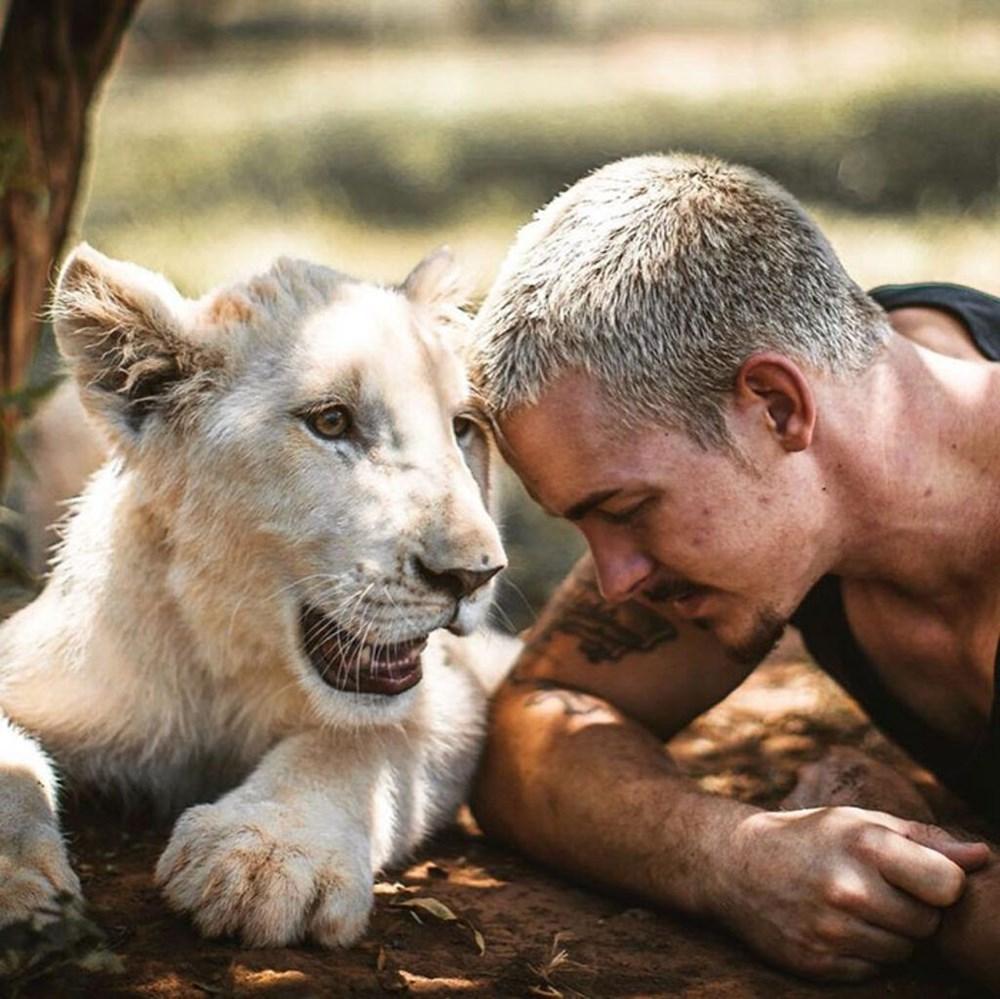İşinden ayrılıp sahip olduğu her şeyi sattı ve vahşi hayvanlara yardım etmek için Afrika'ya yerleşti - 6