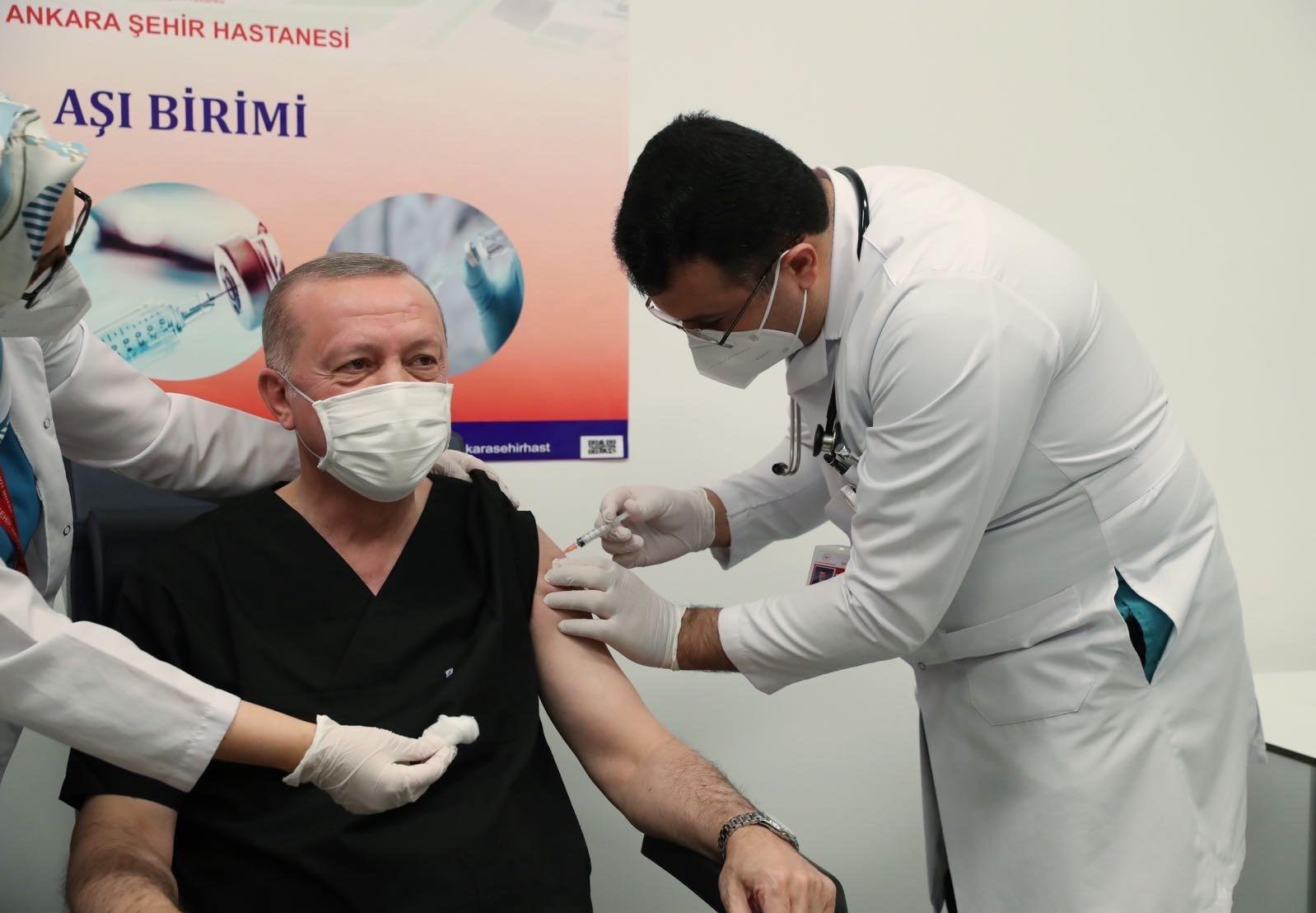 Aşı olan Cumhurbaşkanı Erdoğan'dan ilk fotoğraf