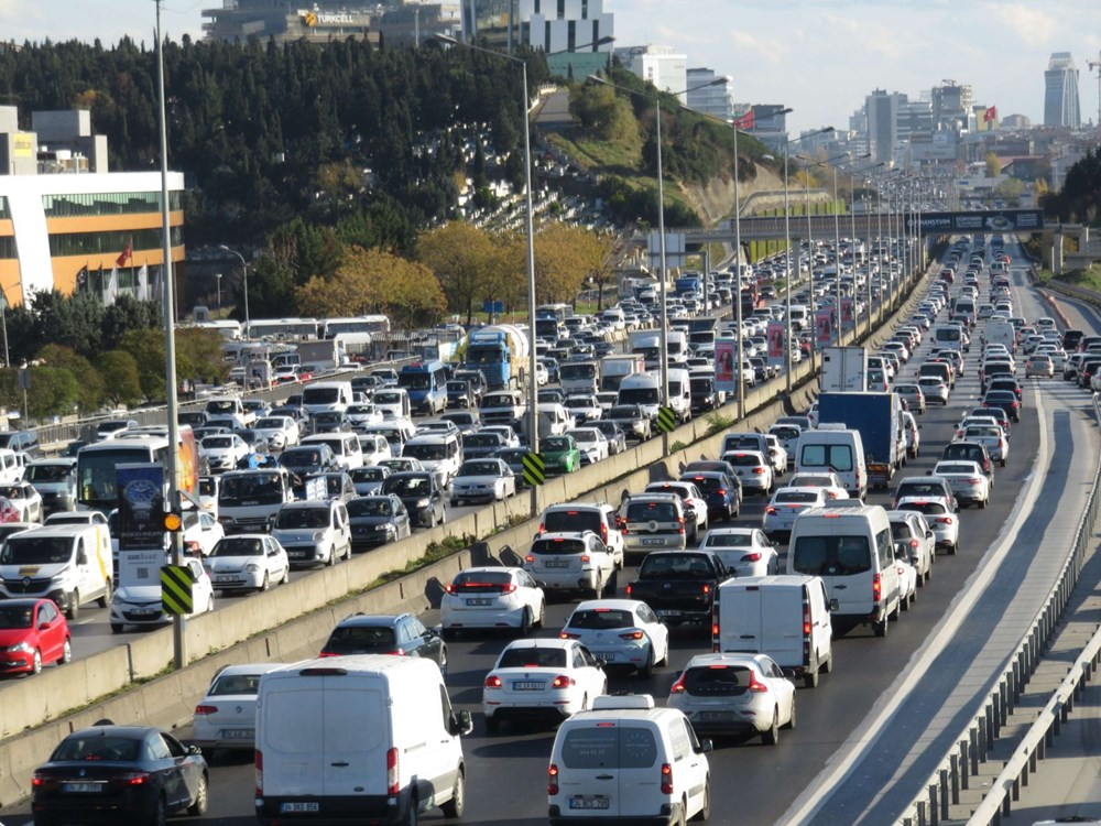 Hafta sonu kısıtlaması öncesi İstanbul trafiği kilit - 8