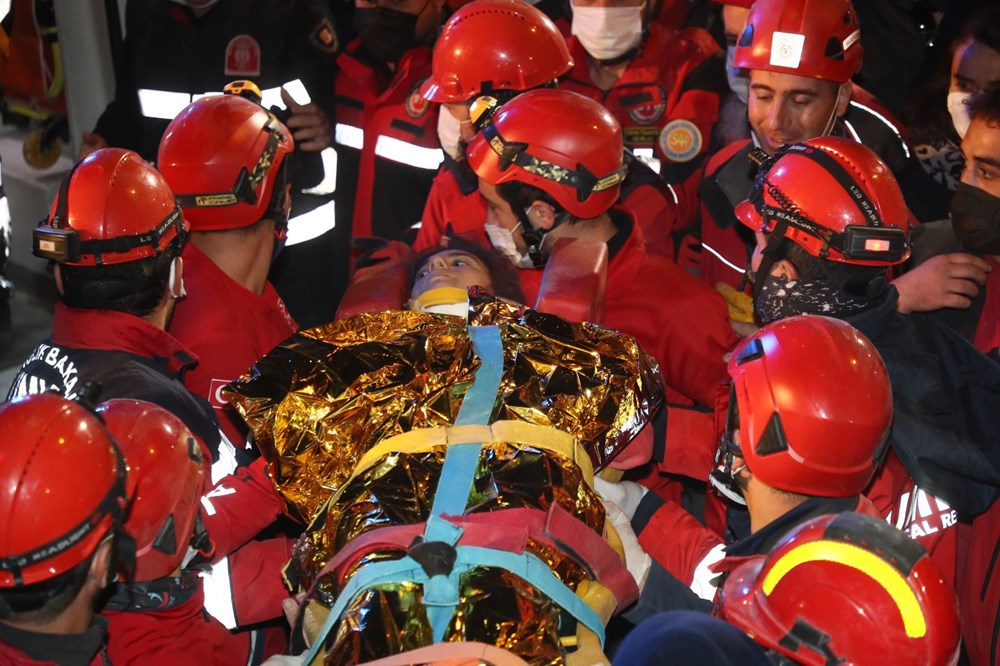 İzmir'de deprem sonrası enkaz altındakiler için zamana karşı yarış (65'inci saatte kurtarıldı) - 7