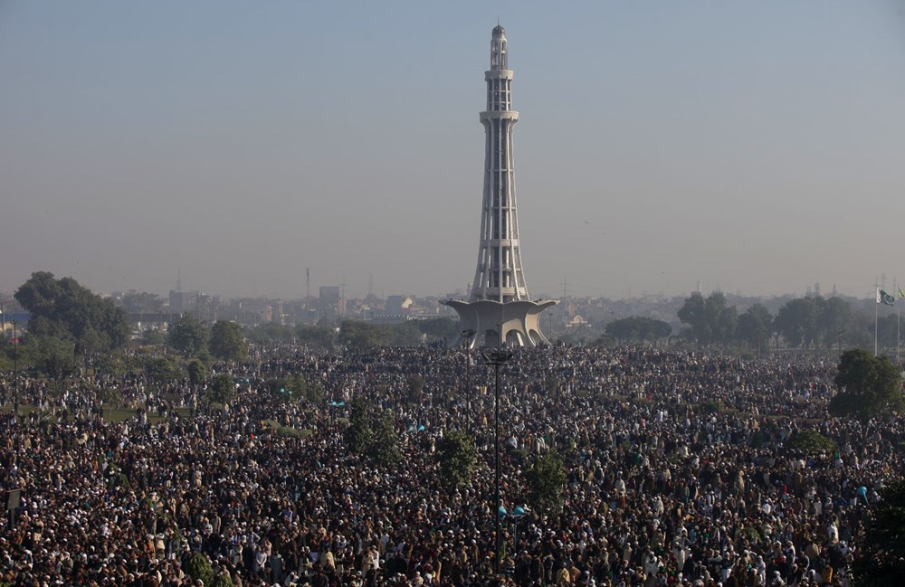 Pakistan'da on binler cenazeye katıldı - 3