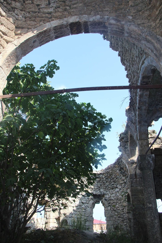 Defineciler tarihi kiliseyi talan etti - 12