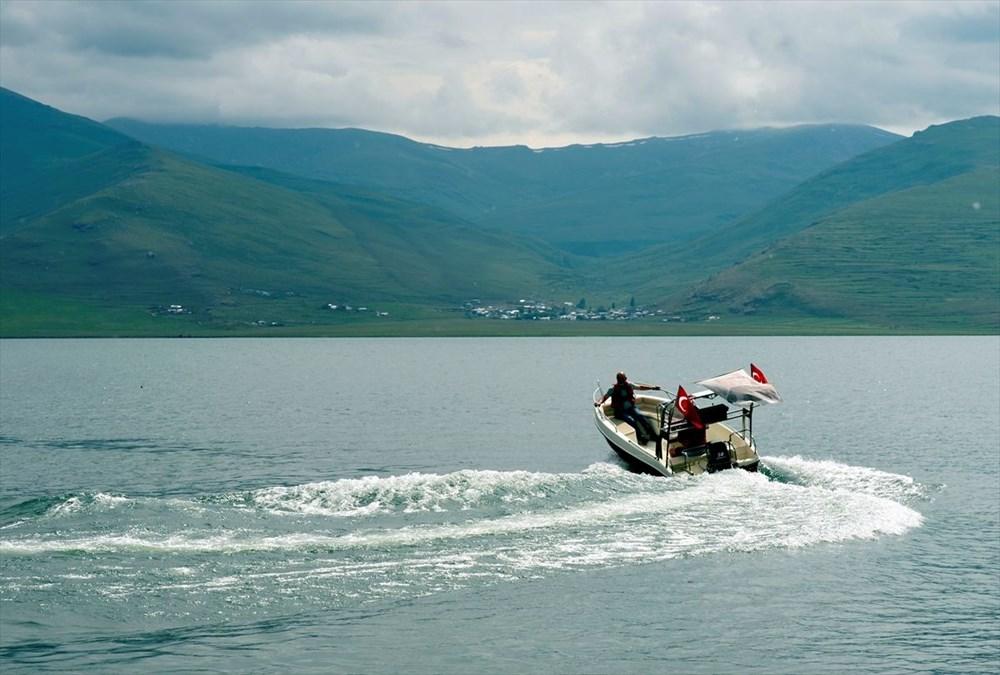 Çıldır Gölü'nde kışın atlı kızak, yazın tekne turu - 3