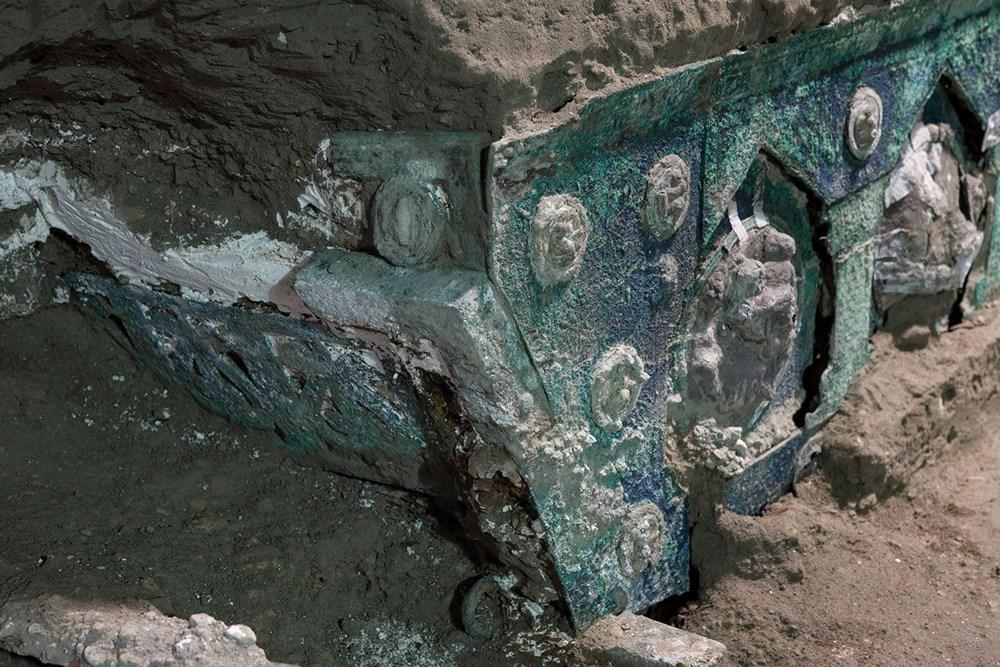 İtalya'da 2 bin yıllık dört tekerlekli tören arabası bulundu - 3