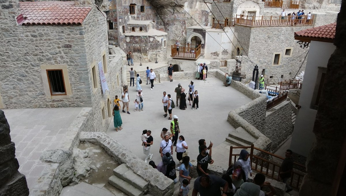 Restorasyon çalışmaları tamamlanan Sümela Manastırı'na 10 bin ziyaretçi