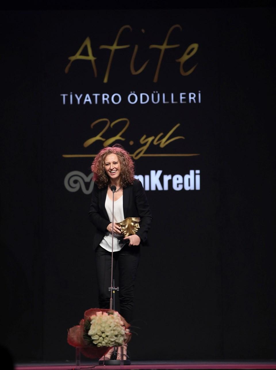 Özlem Zeynep Dinsel, Yılın En Başarılı Kadın Oyuncusu seçildi.