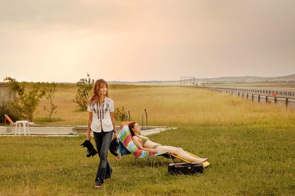 İsviçreli yönetmen Ursula Meier'in yazıp yönettiği Yuva'daIsabelle Huppert başrolde.
