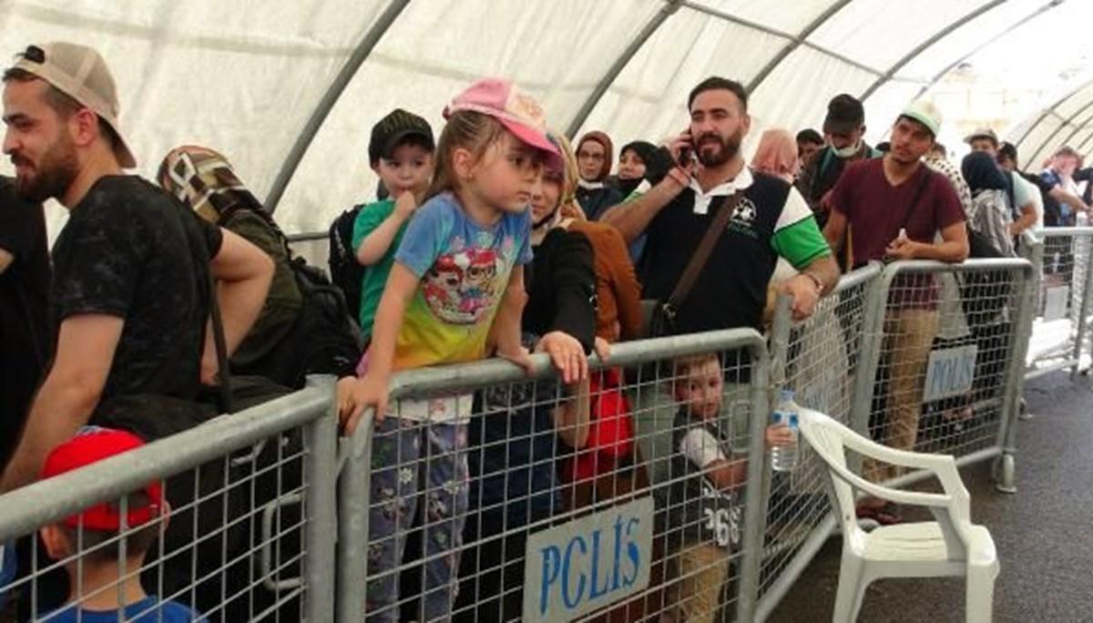 Binlerce Suriyeli bayram için ülkesine döndü