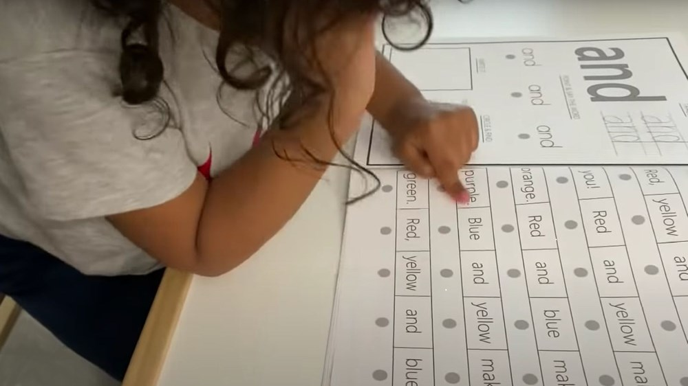 3 yaşında dünyanın en küçük üstün zekalısı oldu: İspanyolca öğreniyor, tenis oynuyor - 3