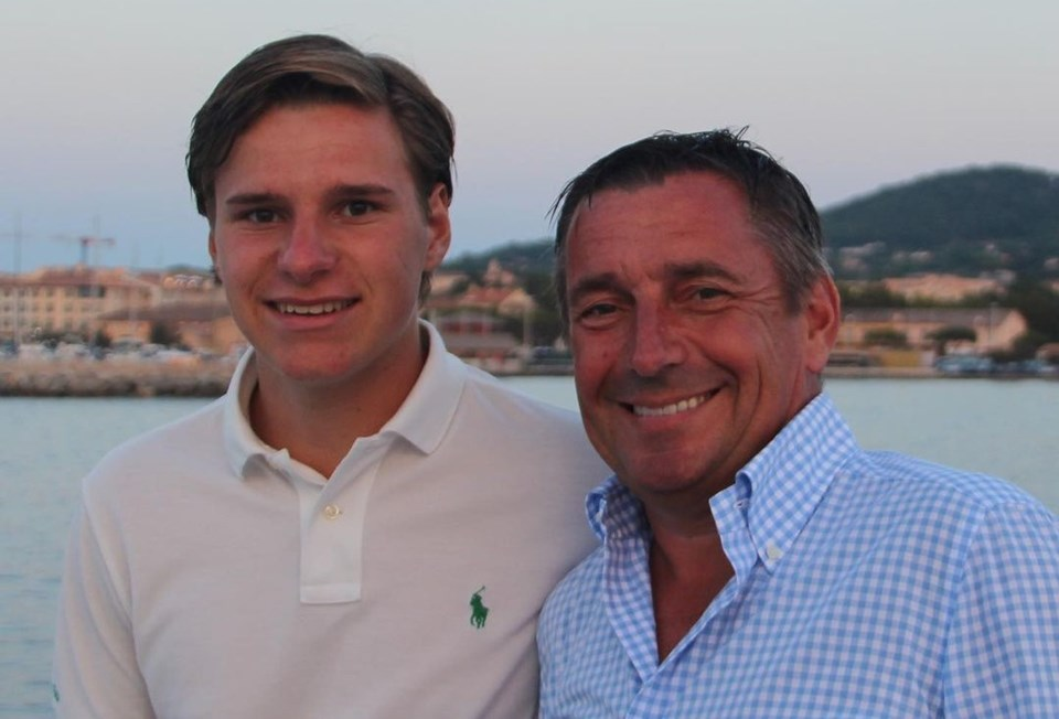 Bilet hakkını oğlu Oliver Daemen'e (solda) devreden Joes Daemen.