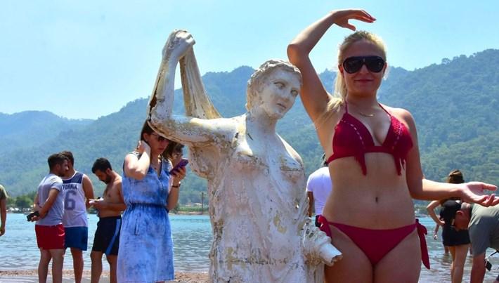 Kızkumu'nda dünyaca ünlü Prenses heykeline çirkin saldırı