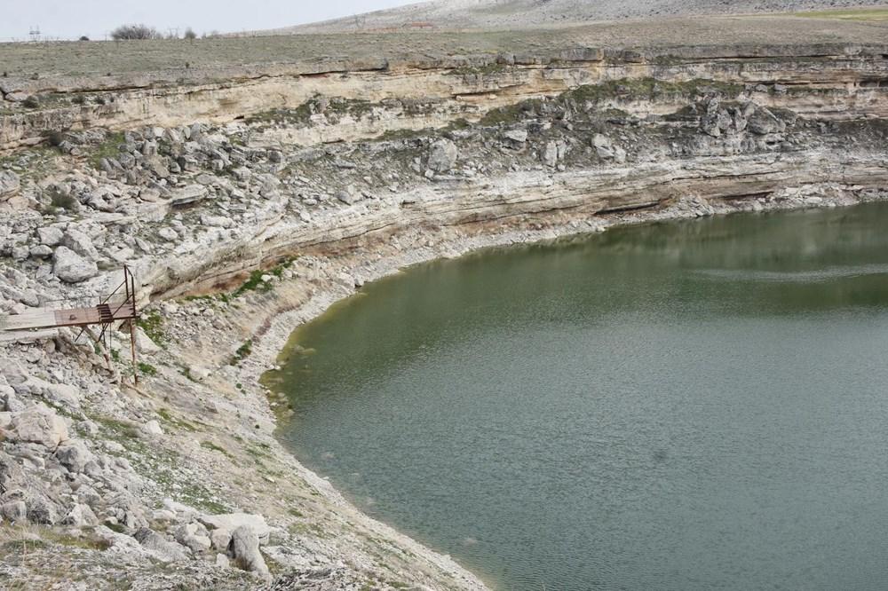 Timraş Obruk Gölü'nün suyu 8 metre azaldı - 1