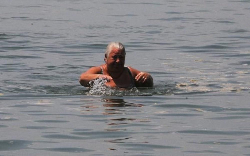 Darıca'da müsilaja rağmen denize girdiler - 12