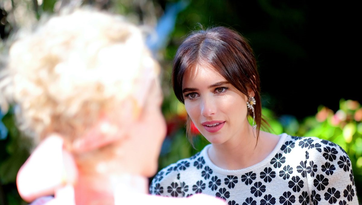 Emma Roberts anne oldu