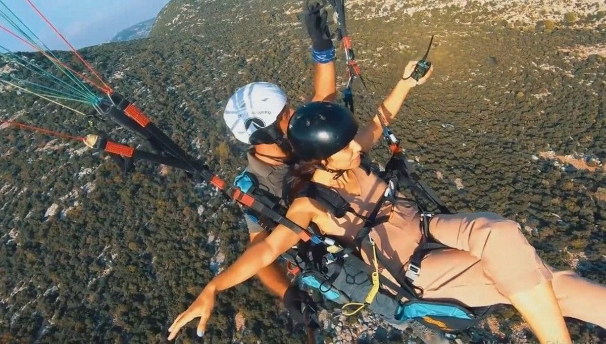 Paraşütçü çiftin nikahı gökyüzünde kıyıldı