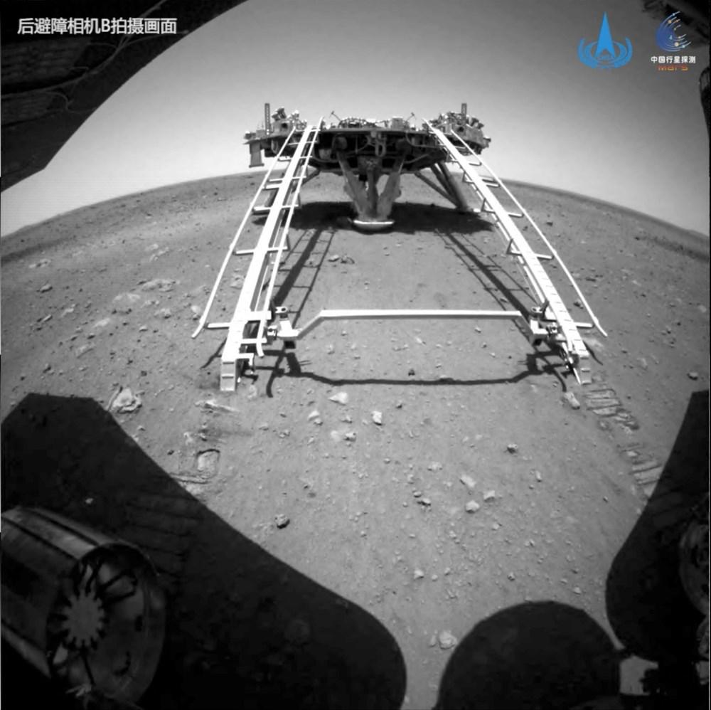 Çin'in uzay aracı Zhurong, Mars'ta ilk sürüşünü gerçekleştirdi - 6