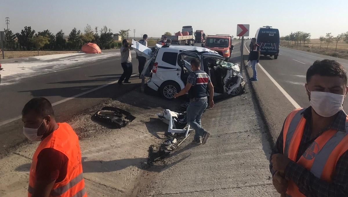 Konya'da TIR ile kamyonet çarpıştı: 6 ölü