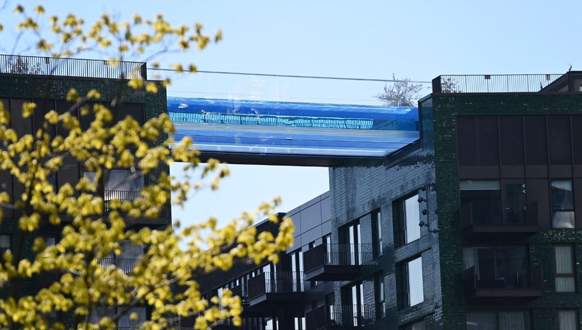 Dünyanın ilk transparan gökyüzü havuzu 'Embassy Gardens' ziyaretçi akınına uğradı