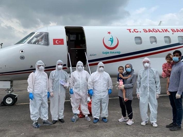 Corona virüse yakalanan Türk vatandaşı kadın ve ailesi Bangladeş'ten yurda getirildi