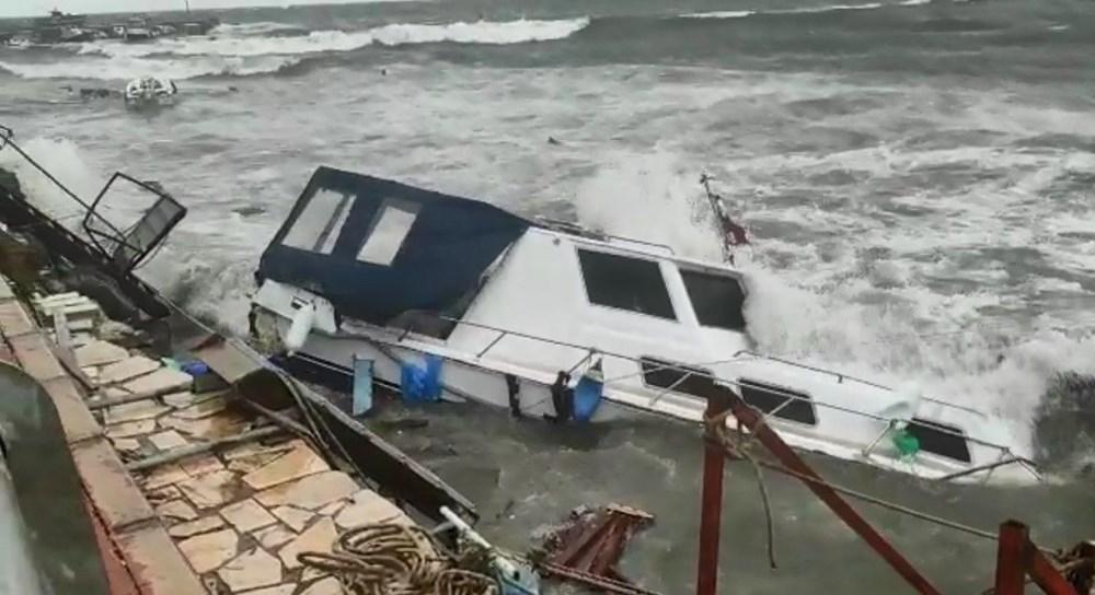 Balıkesir Ayvalık'ta fırtına: 30 tekne battı - 13