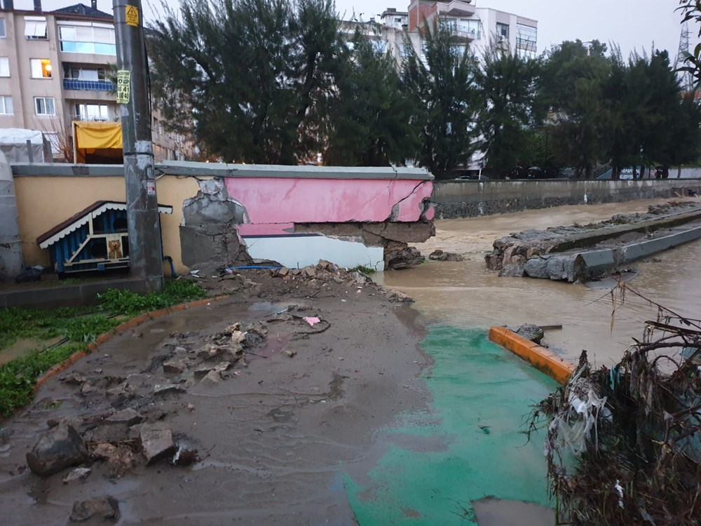 İzmir'i sel vurdu: 2 can kaybı - 9
