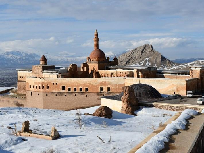İshak Paşa Sarayı'na beyaz örtü