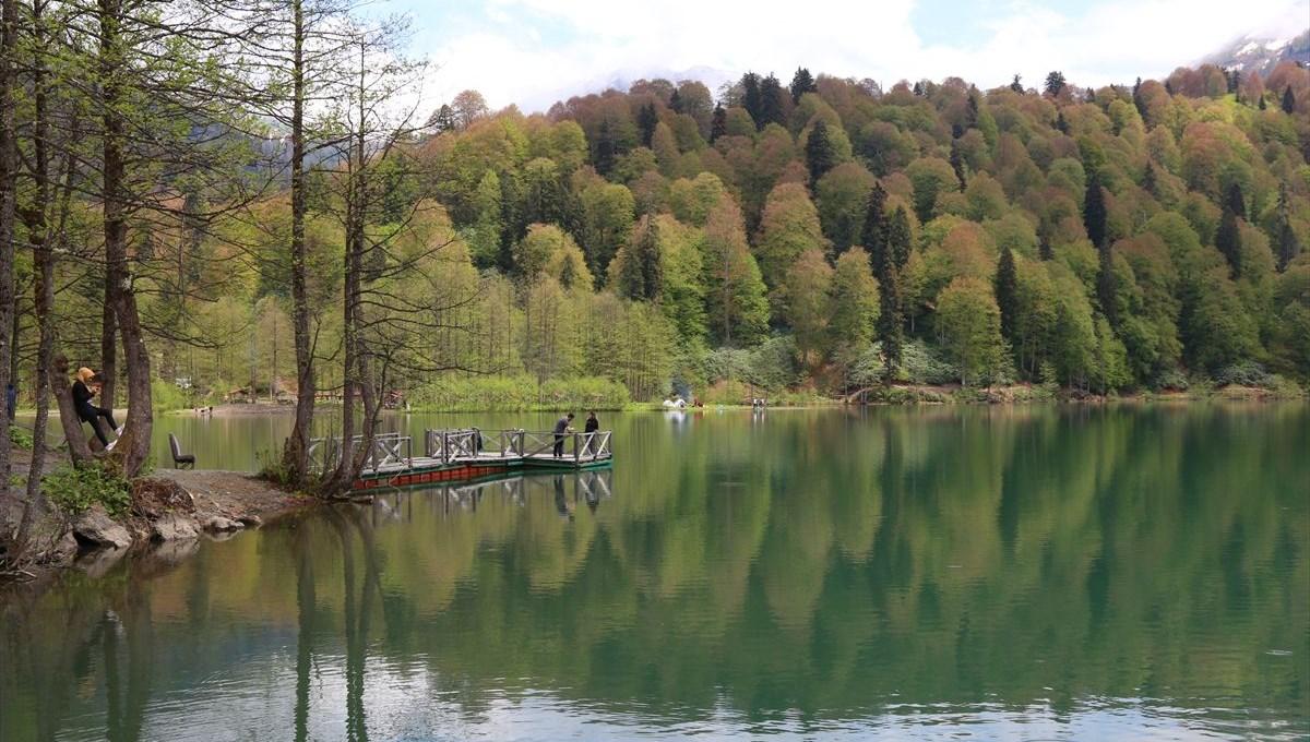 Türkiye'nin saklı cenneti Borçka Karagöl ilk ziyaretçilerini ağırlamaya başladı