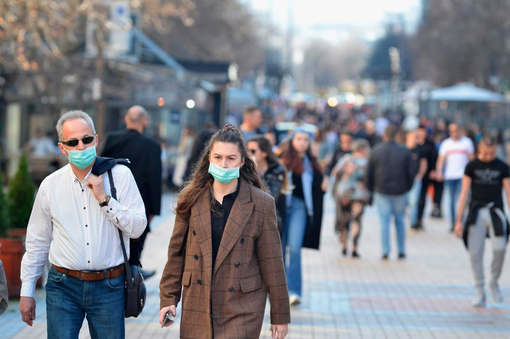 Corona virüs aşısı olan insanlar maske takmaya devam edecek - 6