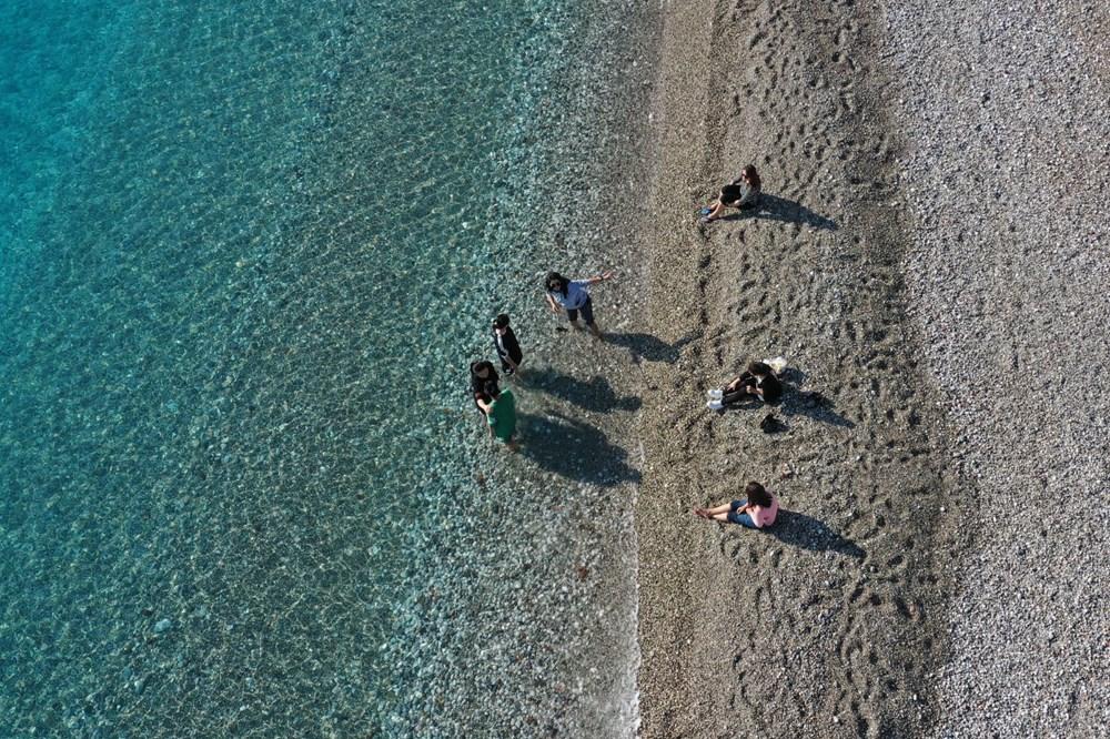 Antalya'da sahiller turistlere kaldı - 10