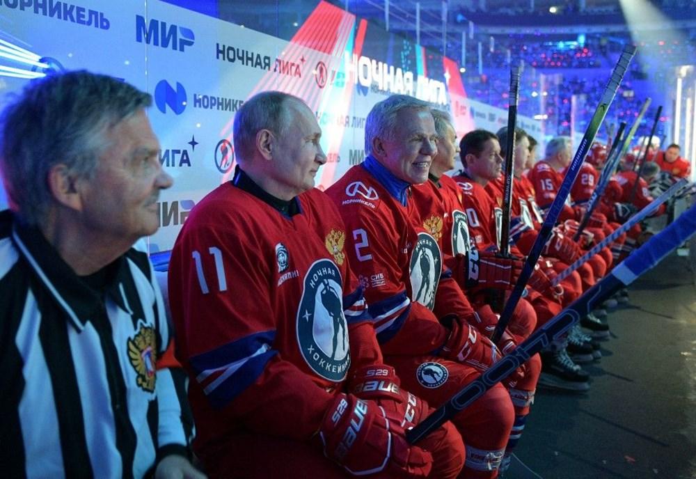 Putin'in renkli anları: Buz Hokeyi Gece Ligi'nin gala maçında sahada - 9