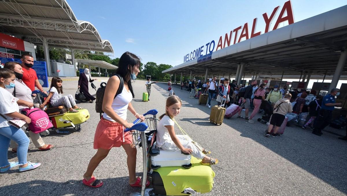 Antalya'ya gelen turist sayısı 4 milyonu aştı: 15 günde 1 milyon kişi geldi