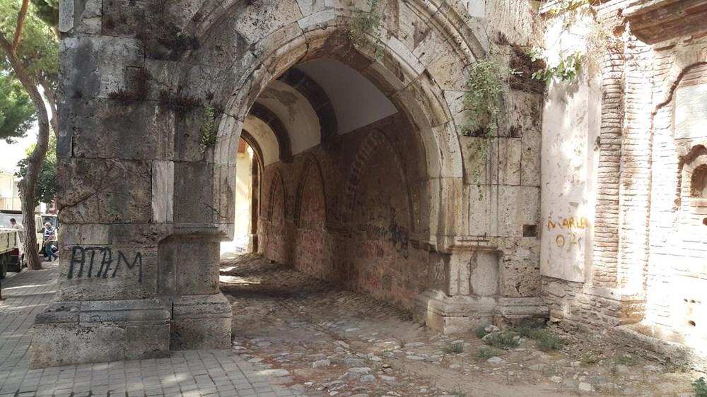 Tarihi Cihanoğlu Külliyesi'nin duvarlarına yazı yazılmasına tepki - 2