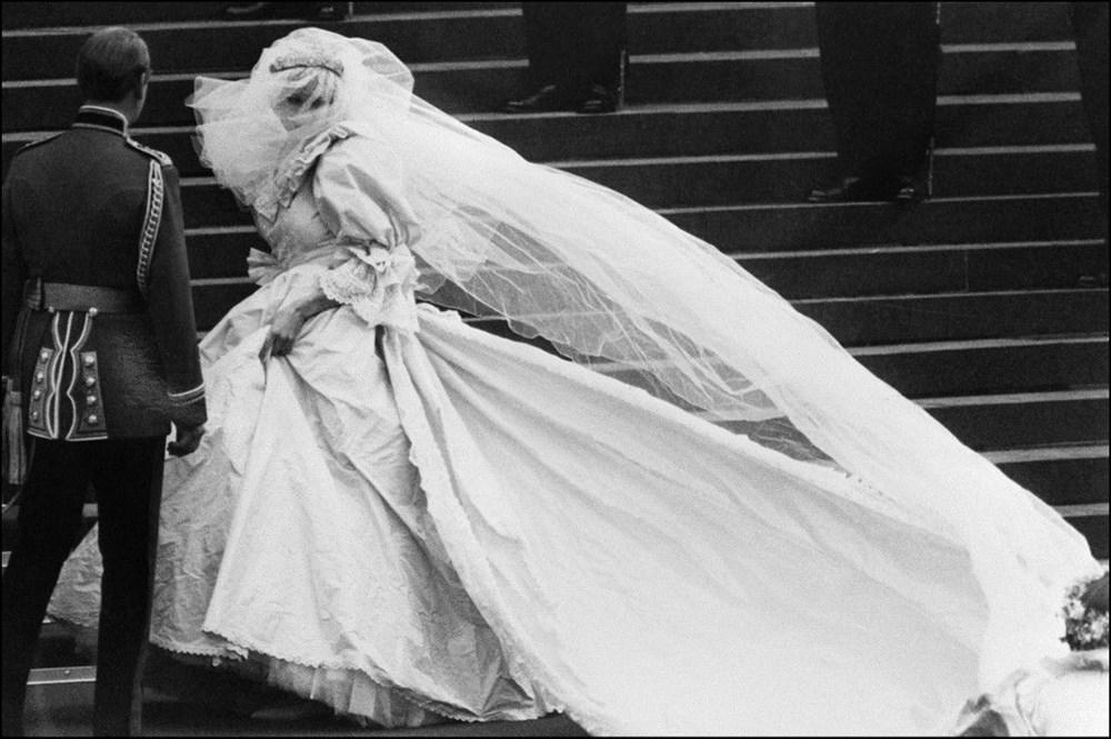 25 sonra ilk: Prenses Diana'nın gelinliği sergilenecek - 2