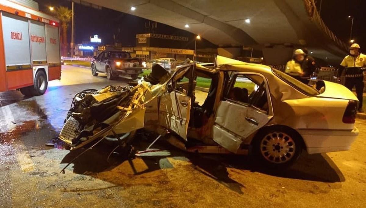Denizli'de otomobil köprü ayağına çarptı: Baba ile oğlu yaşamını yitirdi