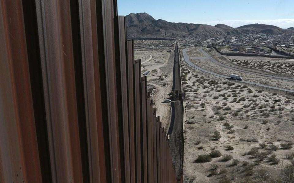 ABD Başkanı Donald Trump Meksika sınırına 3200 kilometrelik bir duvar örmeyi planlıyor.