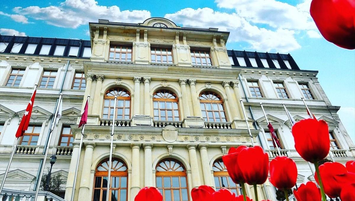 Beyoğlu: Kadim şehir İstanbul'da ilklerin ilçesi (Beyoğlu'nun tarihi)