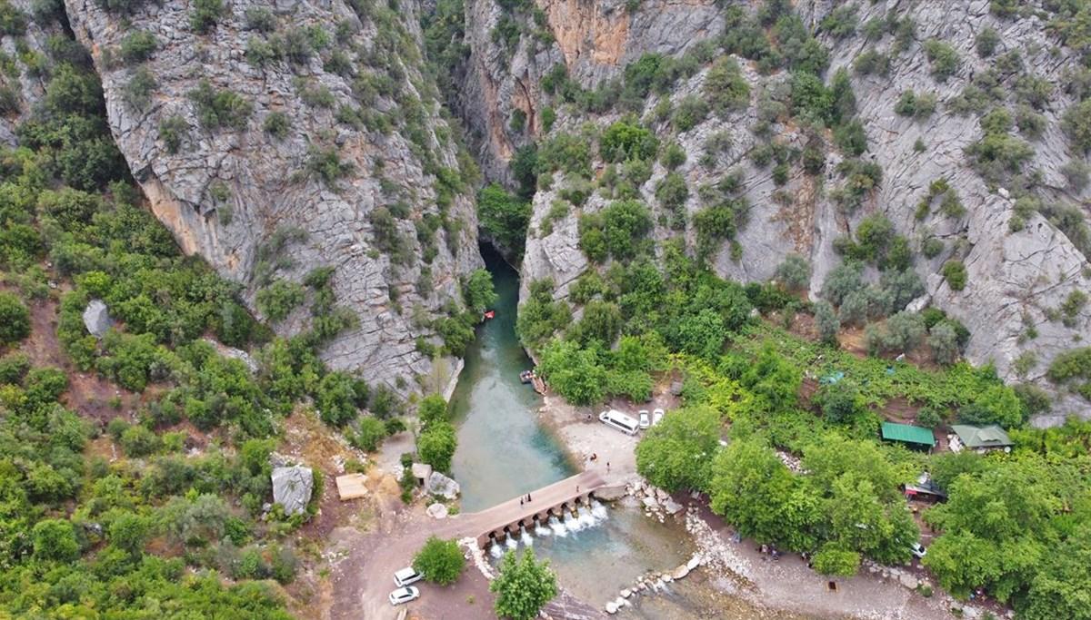 Mersin'de iki dağ arasında sallarla yolculuk yapılıyor: Kisecik Kanyonu