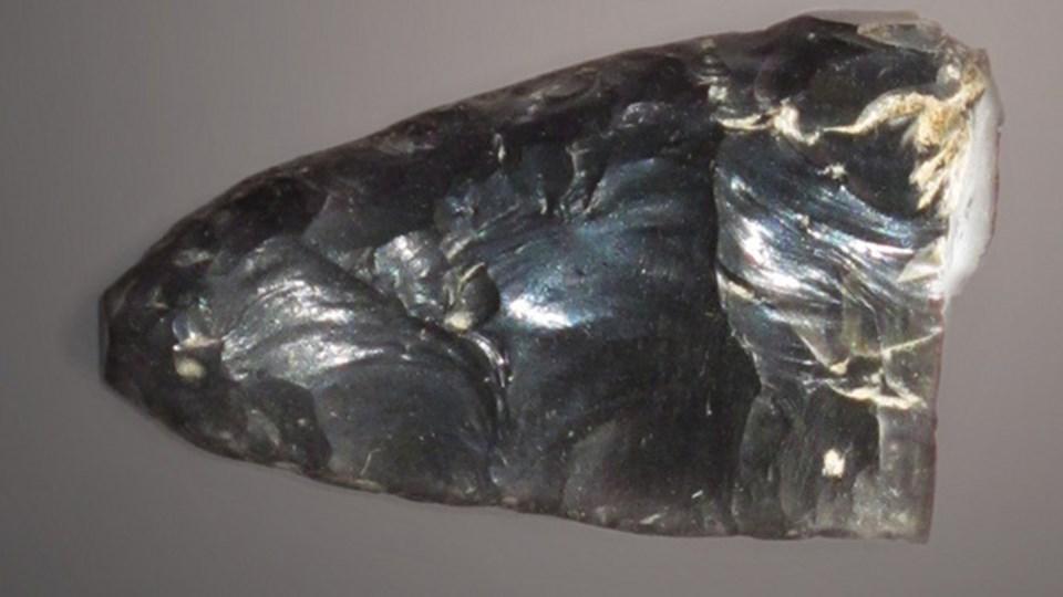 12,960 ile 13,230 bin yıl öncesine ait bir mızrak ucu.