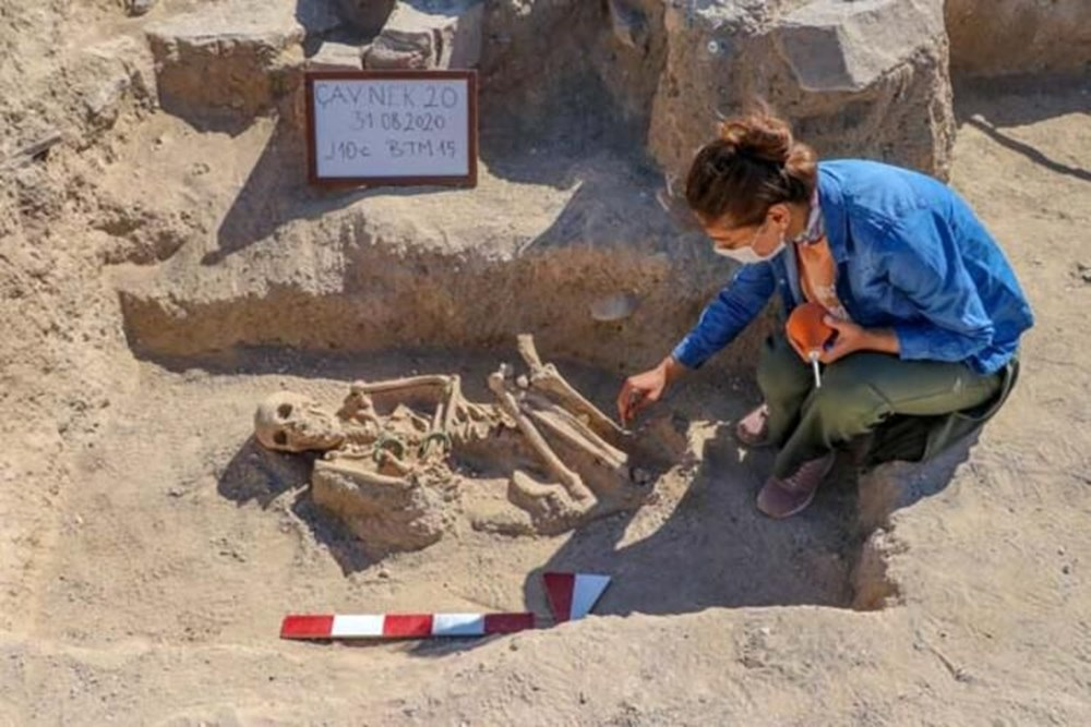 Takılarıyla gömülmüş Urartulu kadın mezarı ortaya çıkarıldı - 5