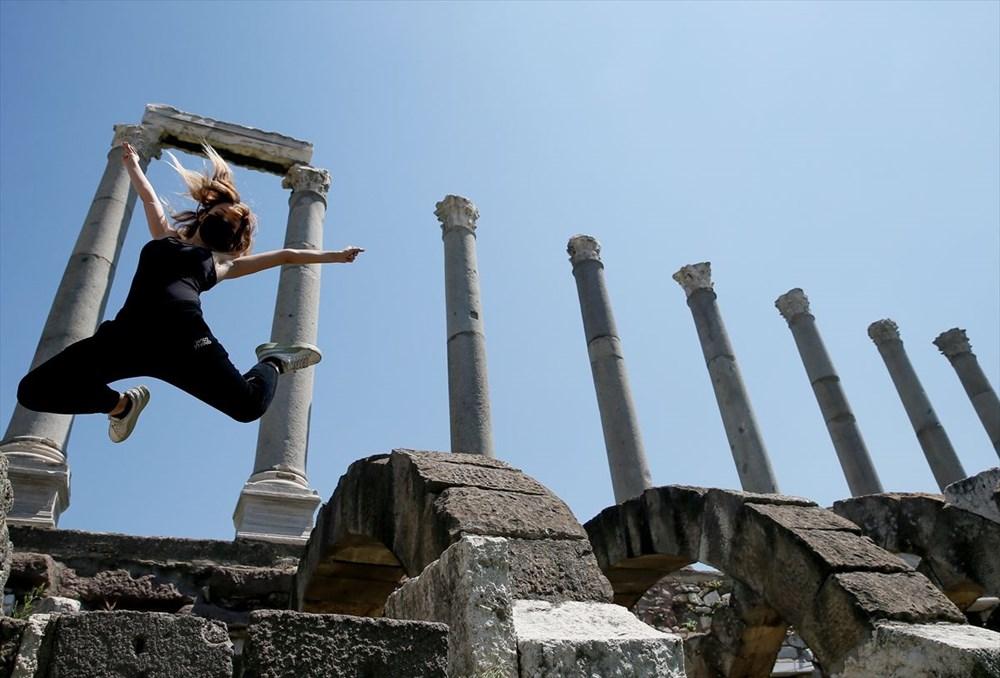 İzmir'de dansçılar meydanları sahneye dönüştürdü - 5