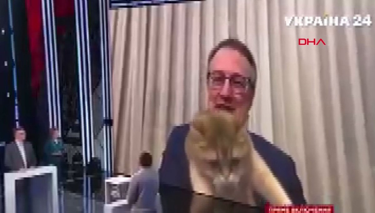 A live test of the Ukrainian deputy minister with a cat