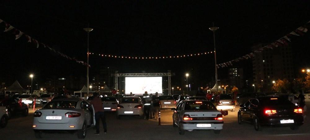 Şanlıurfa'da Naim filmi oyuncusu Hayat Van Eck'in de katıldığı arabalı sinema etkinliği - 5