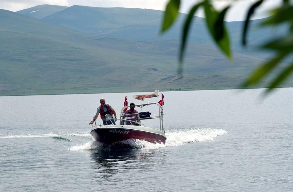 Çıldır Gölü'nde kışın atlı kızak, yazın tekne turu - 9