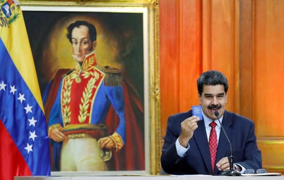 Maduro, Bolivar portresi önünde basın toplantısında (Fotoğraflar: Reuters)