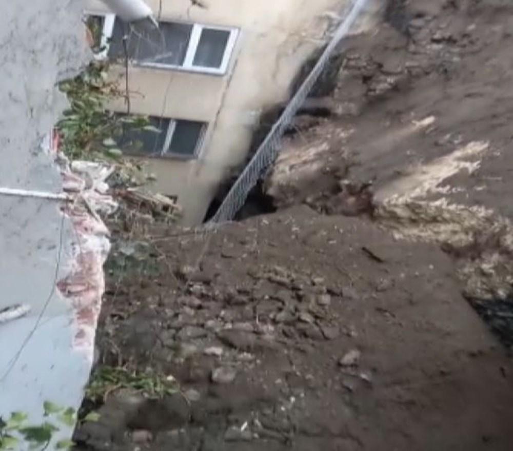 Bursa'da istinat duvarı çöktü: 3 apartman tahliye edildi - 8