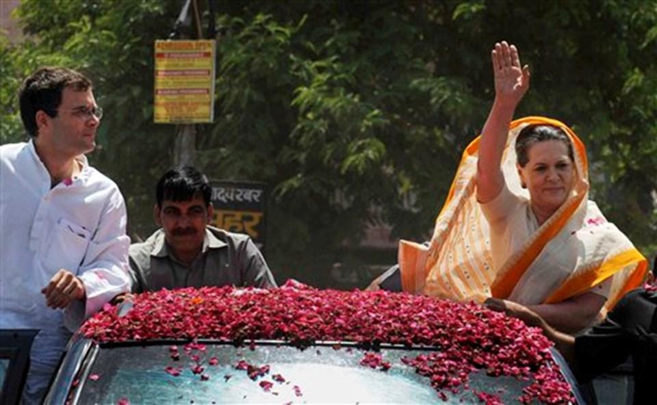 Rahul ve annesi Sonia Gandhi