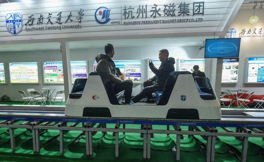 Çin raylara değmeden 600 km hızla giden trenini tanıttı - 4
