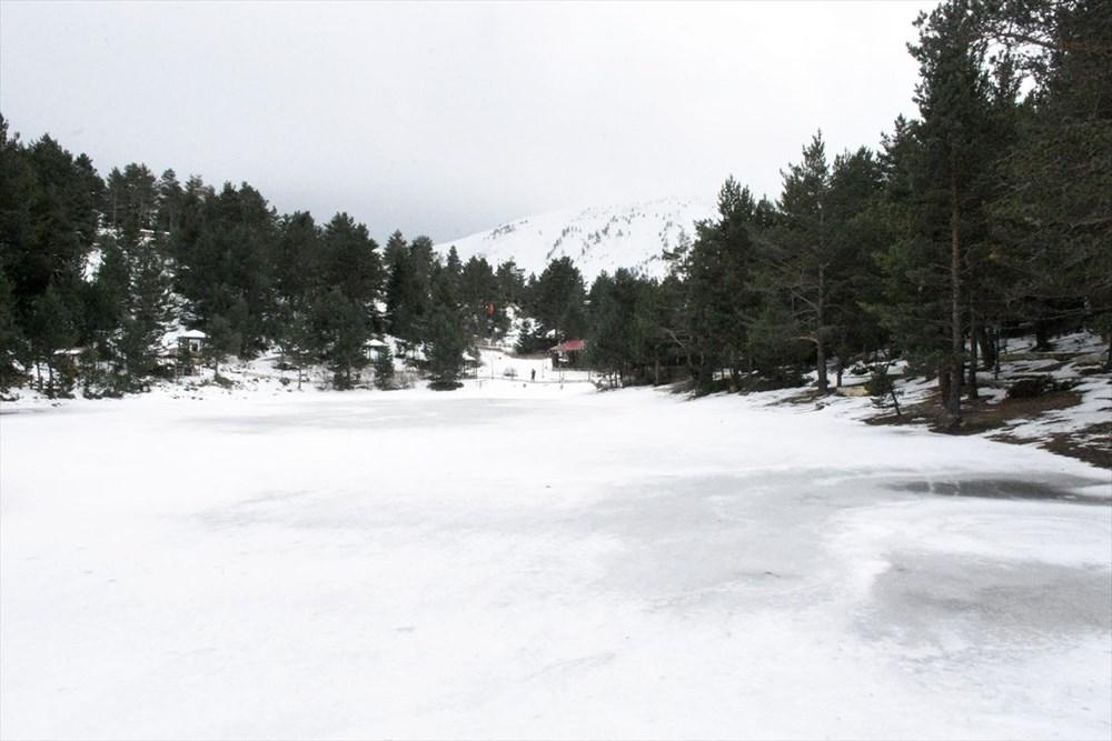 Gümüşhane'de yüzeyi buz tutan Limni Gölü ziyaretçilerini büyülüyor - 14