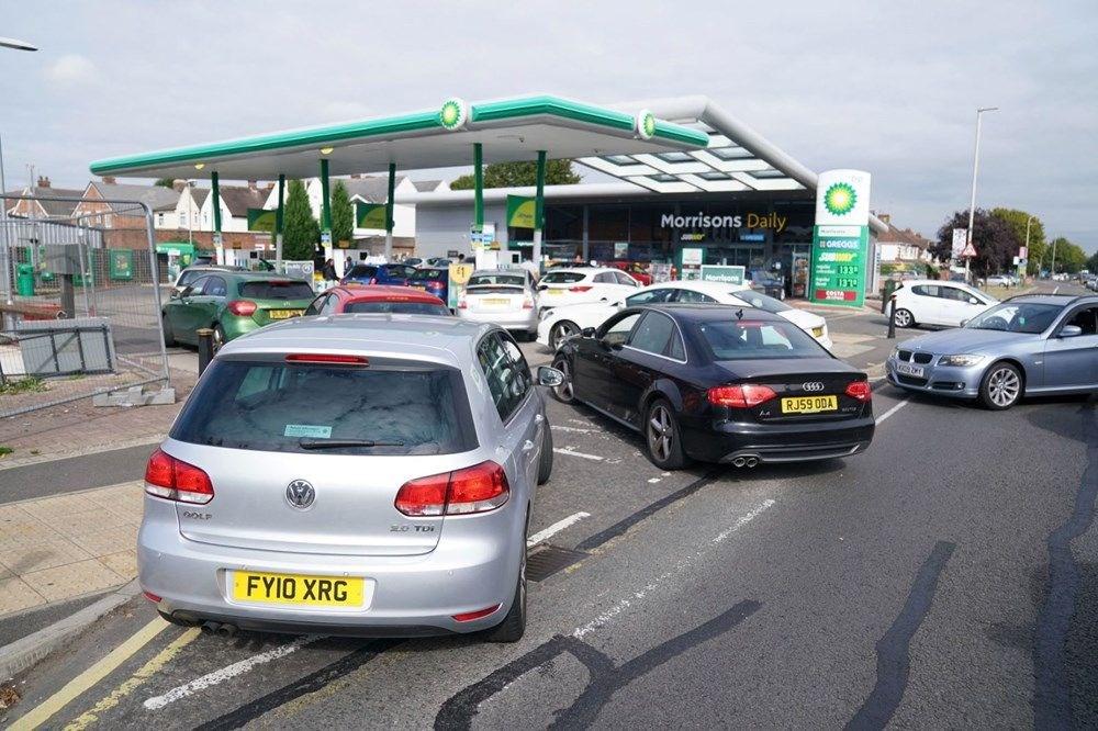İngiltere'de yakıt krizi giderek büyüyor - 4