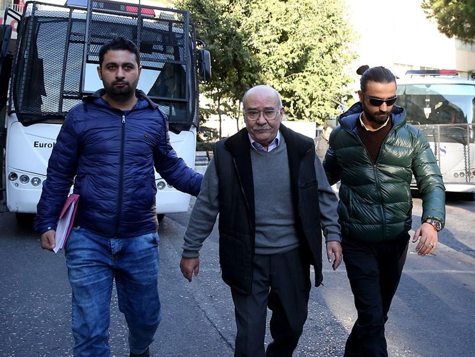 Gözaltına alınan gazetenin yazarlarından Aydın Engin, Haseki Eğitim ve Araştırma Hastanesinde sağlık kontrolünden geçirildi.